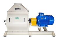 Hammer mill with motor